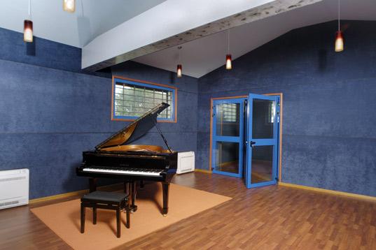 Insonorizzazione studi di registrazione e sale musica - Mobili studio registrazione ...